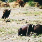 Bambino con avvoltoio, di Kevin Carter