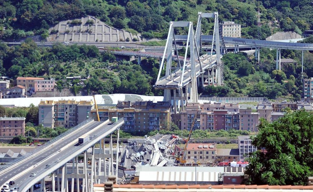 Crollo Ponte Morandi, la notte prima c'erano lavori sul pilone che è crollato