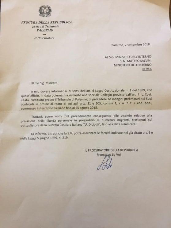 Salvini apre in diretta facebook la lettera da parte della procura, riguardante il caso Diciotti- Video