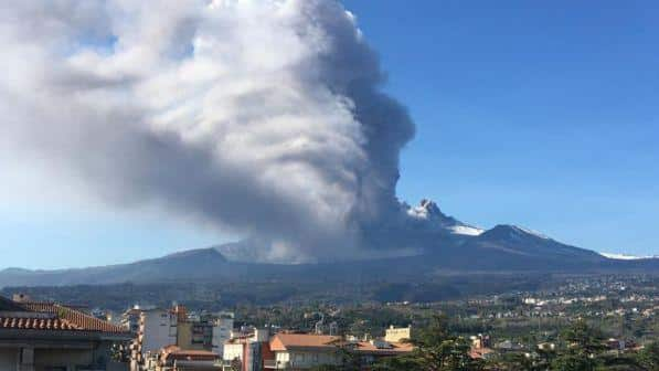 Terremoto 4.8 a Catania, 28 feriti, riconducibile all'eruzione dell'Etna