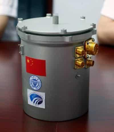 Lo speciale contenitore cilindrico dove stanno germogliando i semi di cotone