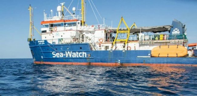 Arrestati tre trafficanti di esseri umani erano a bordo della Sea Watch