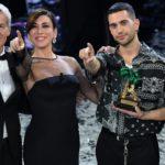 Mahmood (terzo da sinistra) vincitore Sanremo 2019