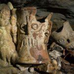 alcuni dei ritrovamenti Maya nella grotta