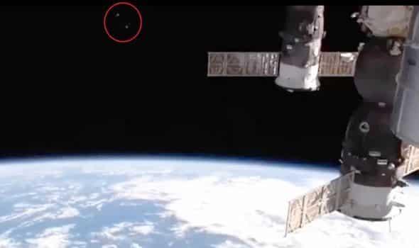 La Nasa riprende anomalie durante la trasmissione video in diretta ISS