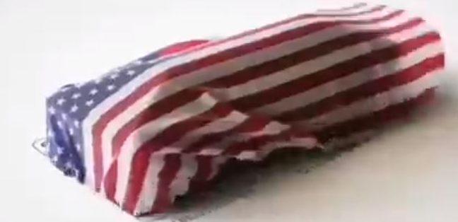 Dopo la morte di Soleimani, Il video della bandiera americana che copre una bara