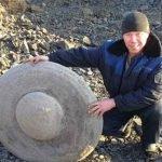 La strana pietra a forma di disco Ufo ritrovata in Siberia
