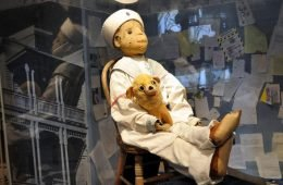 Robert the Doll, la leggendaria bambola malvagia in un museo della Florida