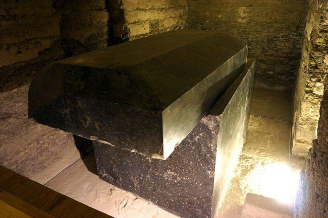 Il mistero delle tombe giganti di Saqqara, chi sono i veri costruttori?